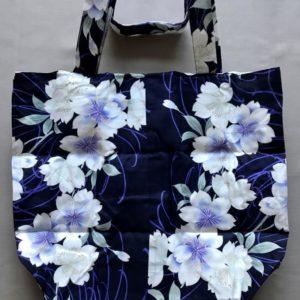 Japansk bæredygtig taske med store hvide blomster