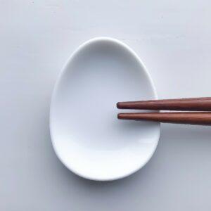 Hvid oval spisepindeholder