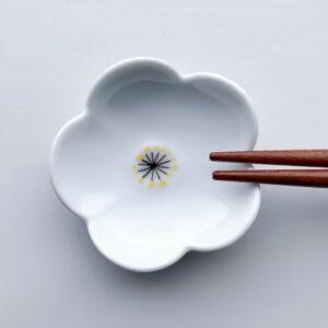 Hvid blomst spisepindeholder