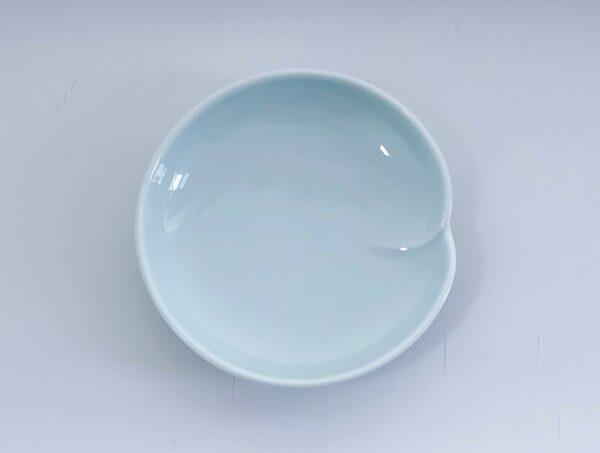 Celadon soyaskål med en fold