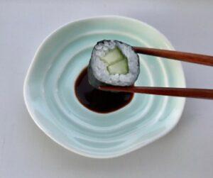 Celadon soyaskål med sushi