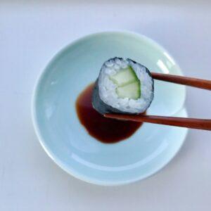 Celadon med fold soyaskål og sushi