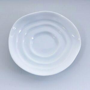 Hvid soyaskål med bølgende kanter
