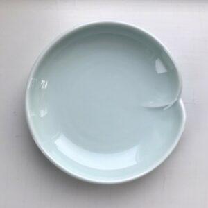 Japansk celadon soyaskål med en fold