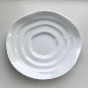 Japansk hvid soyaskål med bølgende kanter