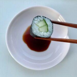 Ros soyaskål og sushi