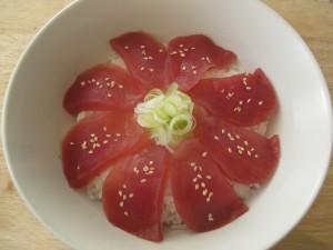 Japansk donburi med tun