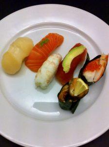 Hvor striks er japanske sushikokke i deres håndtering af fødevarer?