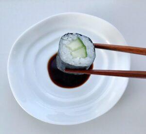Japansk hvid soyaskål med sushi